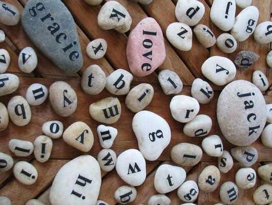 Развивающая игра Сложи слово на камешках