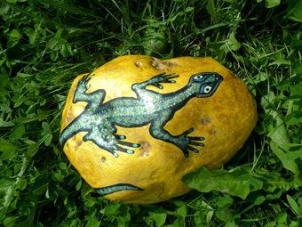 Разрисованные камни станут интересным и очень оригинальным украшением в саду