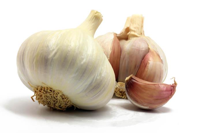 Чтобы получить крупные товарные головки, чеснок необходимо выращивать в однолетней культуре, рассаживая его весной или осенью отдельными зубками