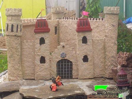 Замок на даче своими руками