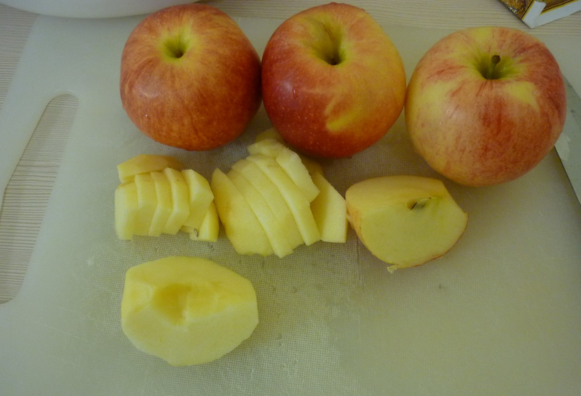 Яблочный пирог в стеклянной форме