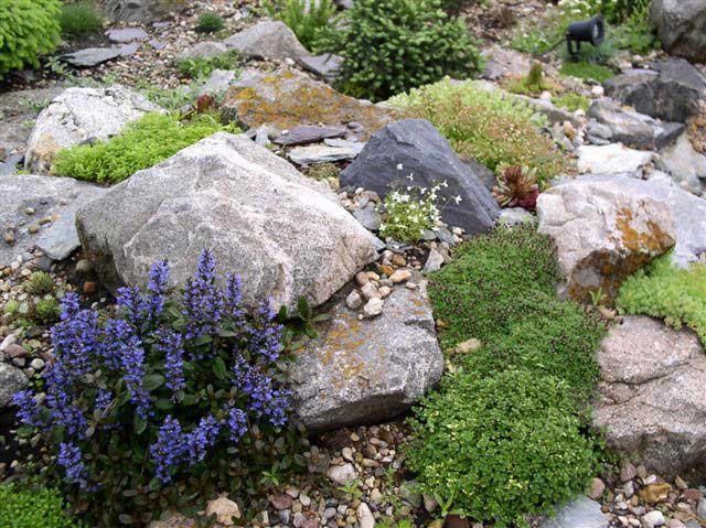 Необходимо правильно выбрать количество камней. Если их будет недостаточно, может отмечаться сглаживание склонов или сползание почвы во время дождя
