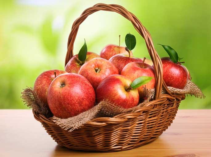 Польза красного яблока заключается в содержании железа в легкоусваиваемой форме