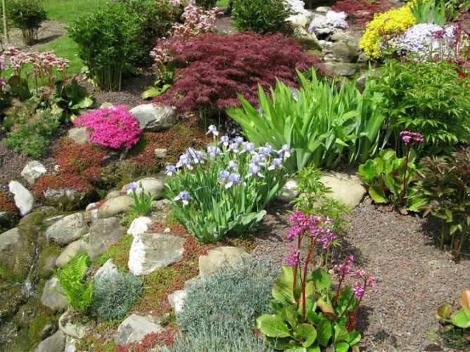 Различные виды камней рекомендовано использовать без применения цемента. Это существенно облегчит работу по созданию горки