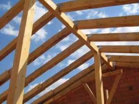Крышу арки можно строить по подобию навеса, перевязывая ее с рядом стоящими зданиями