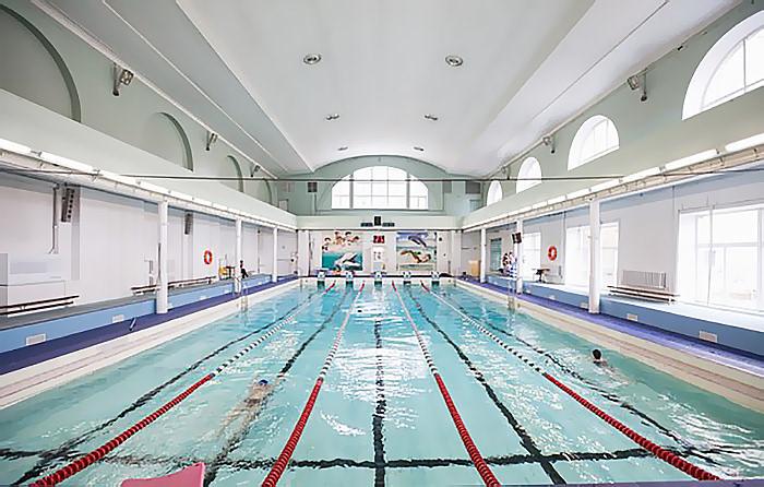 В России первый бассейн «Юность» был открыт в Санкт-Петербурге лишь в 1927 году
