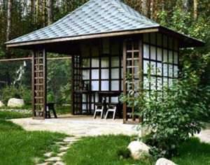 Беседка в японском стиле будет являться главным украшением ландшафта Вашего загородного участка и излюбленным местом отдыха всех домочадцев