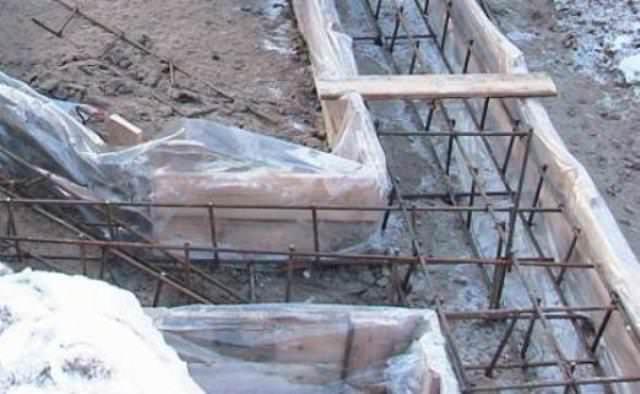 Упрочняющие добавки для бетона состоят из разных материалов, но сегодня наиболее популярной считается добавка на основе микрокремнезема