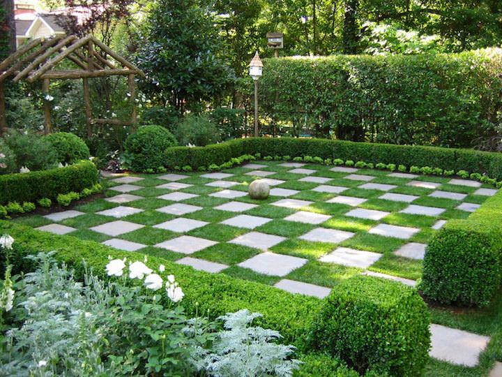 Живой изгородью англичане украшали свои участки, выбирая для этого самые разные декоративные растения