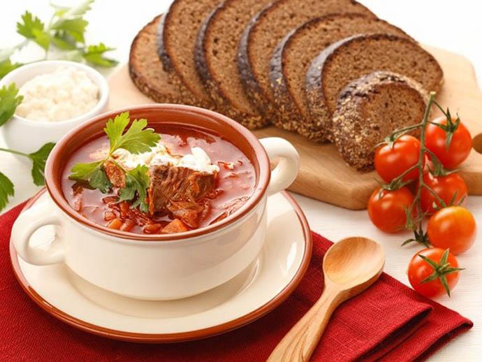Украинский борщ – очень популярная не только в Украине, но и во многих других странах разновидность супа
