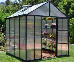 Каждый садовод может самостоятельно изготовить на даче тепличную конструкцию