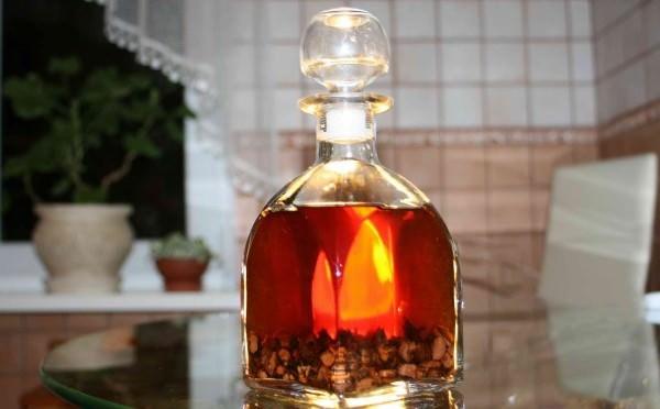 В некоторых рецептах употребляют не водную, а спиртовую настойку корней аира