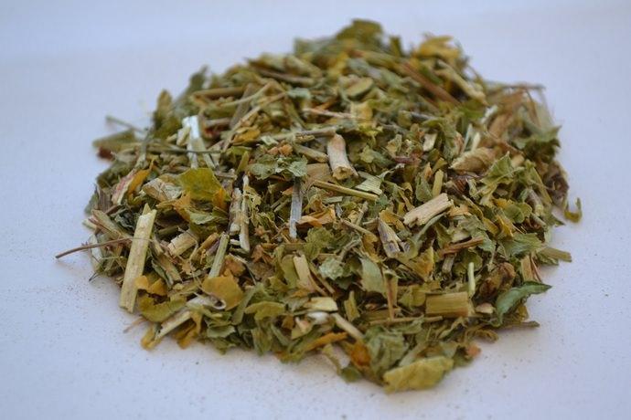 В нашей стране в качестве сырья используется трава астрагала, из которой готовят настои и отвары