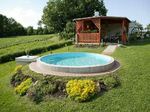 Существует большой спектр моделей бассейнов, вполне доступных по цене