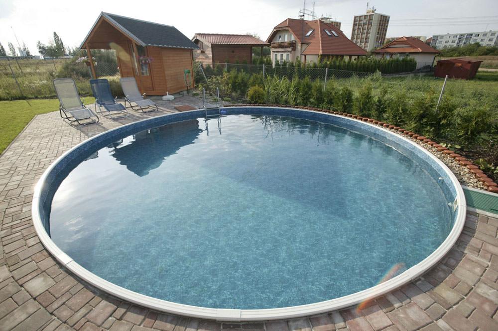 Кессонный бассейн собирается из металлических листов с пластиковым покрытием