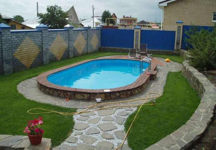 Бетонная конструкция – самая дорогая из предлагаемых вариантов бассейнов