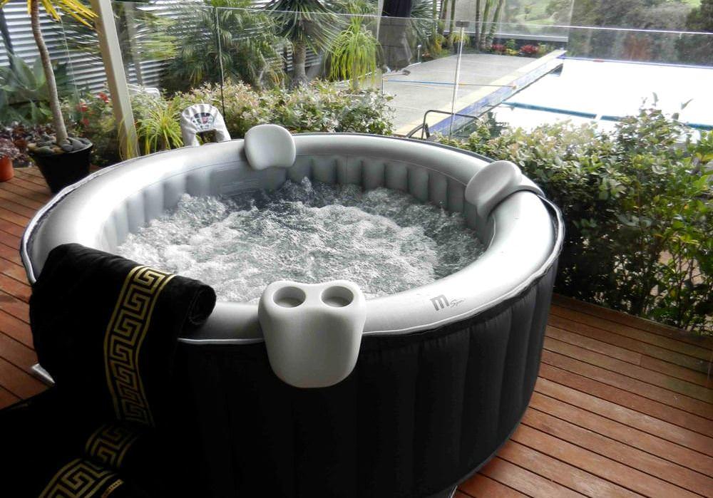 Бассейн с массажем успокаивает и расслабляет