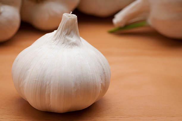 Головка чеснока содержит 0,1-0,36 % летучего масла