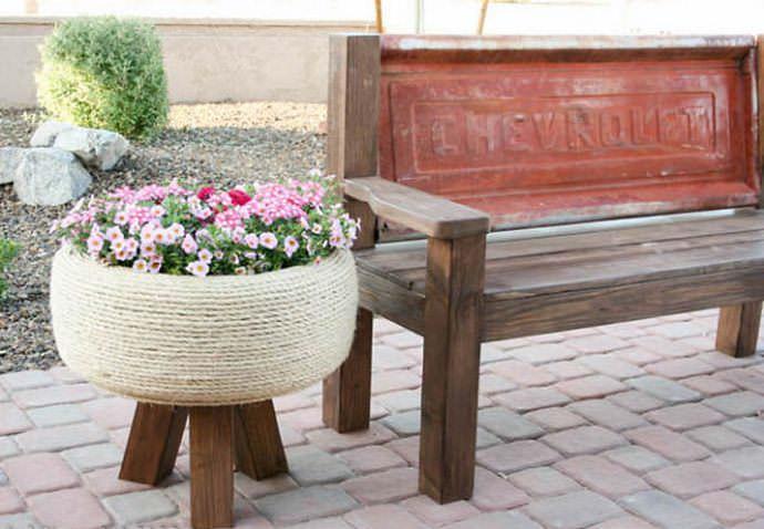Декоративные элементы из шин всё чаще встречаются на придомовых территориях и дачных участках