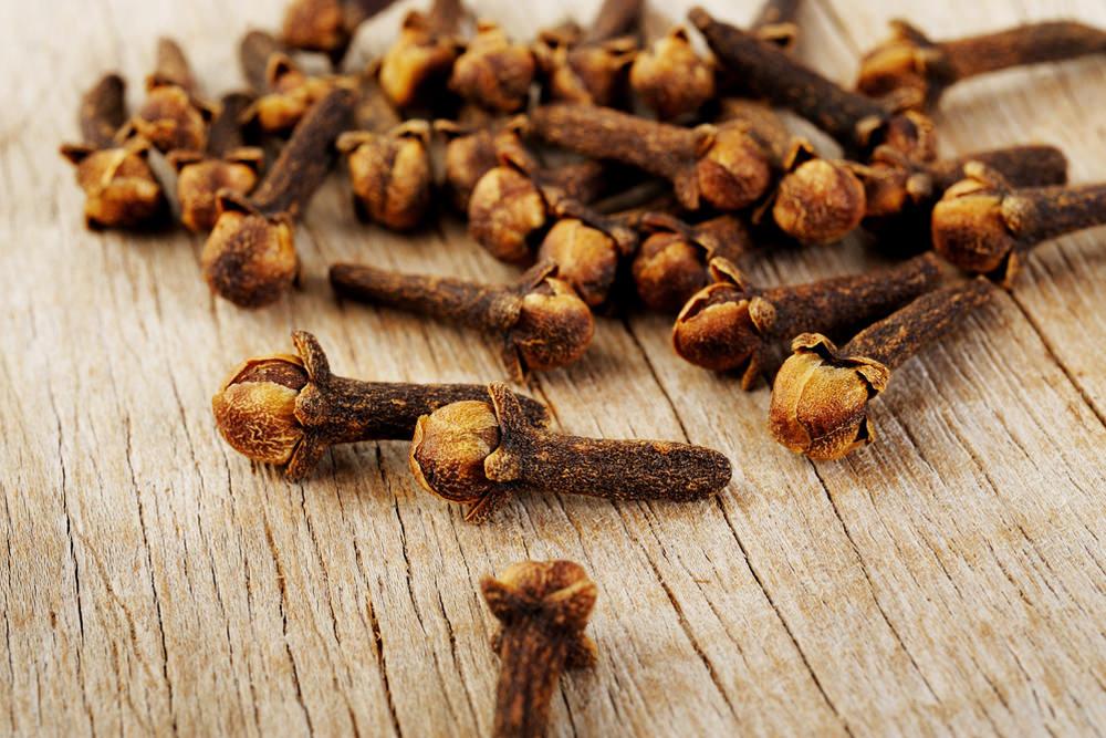 В бутонах гвоздики содержится исключительно много витаминов, микроэлементов и других веществ, полезных для здоровья человека