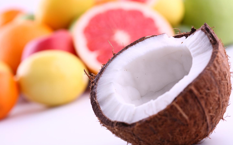 Мякоть кокосового ореха богата клетчаткой, содержит калий, магний и фосфор, а также фолиевую кислоту