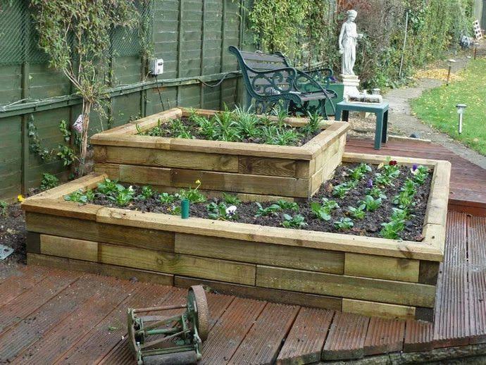 Готовые грядки, которые можно приобрести в специализированных магазинах значительно облегчают труд садовода