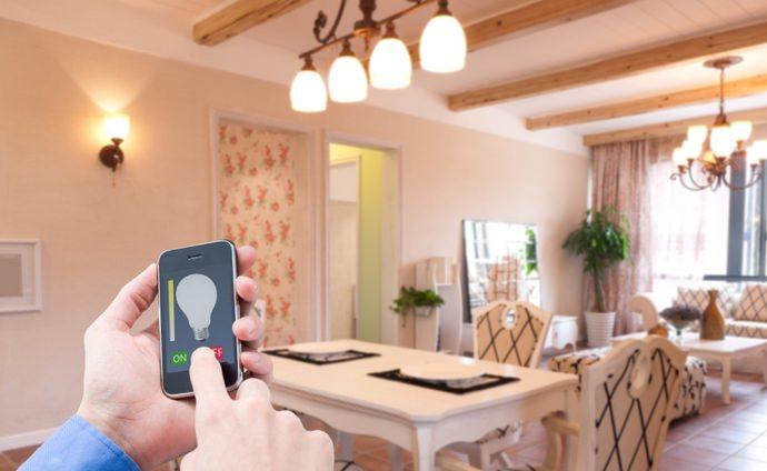 К числу наиболее распространенных способов регулирования различных осветительных приборов относится использование телефона или смартфона
