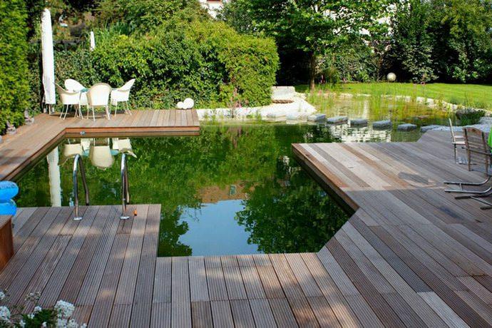 Можно воплотить в жизнь оригинальную идею совмещения естественного пруда с купальней