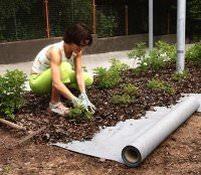 Применение геотекстиля позволяет обеспечить выращиваемым растениям полноценную защиту