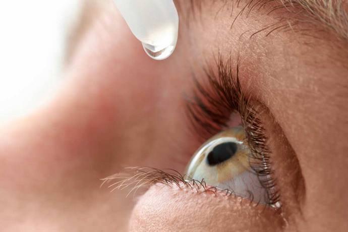 Для избавления от конъюнктивита необходимо закапывать глаза раствором из 10 капель спиртовой настойки из гидрастиса