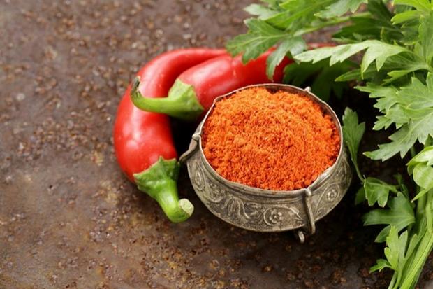 Добавление кайенского перца в блюда стимулирует пищеварительные процессы