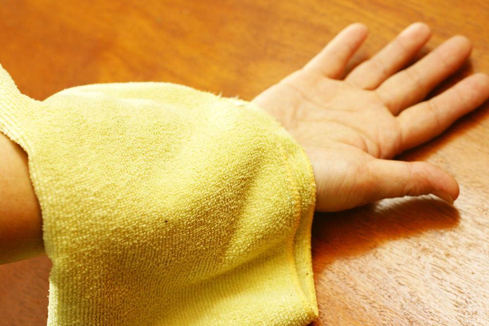 Если болят мышцы или суставы поможет компресс из крепкого отвара клопогона в небольшом количестве воды