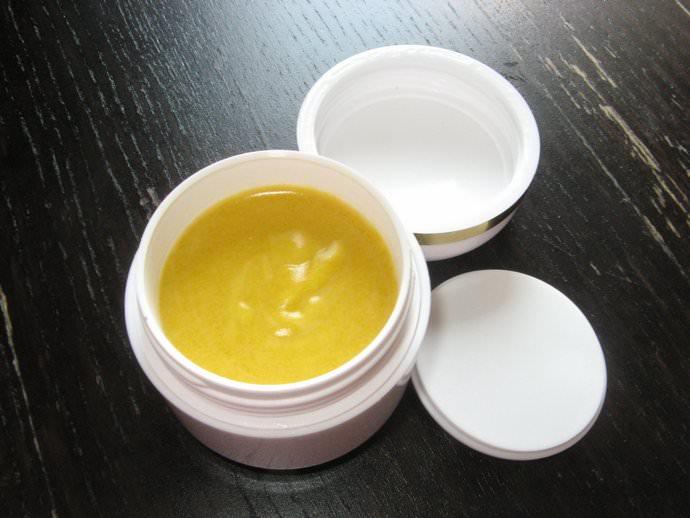 Мазь на основе каштана является отличным средством для омолаживания и отбеливания кожи