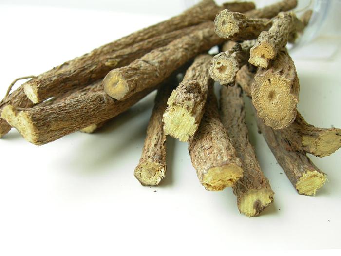 Корни солодки содержат целую кладовую полезных и ароматических вещест