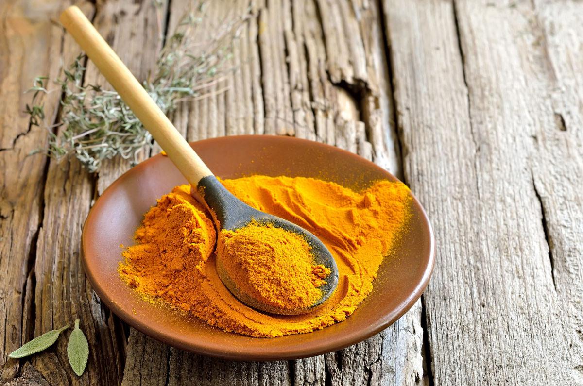Добавляя желтый имбирь в пищу, можно не только избавиться от лишних килограммов, но и добиться стабилизации веса