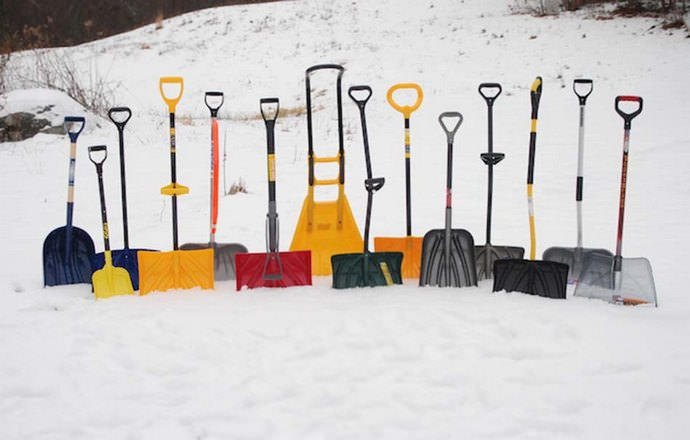 Современные рынки предлагают отечественному потребителю достаточно широкий выбор рабочего инструмента для уборки снега из современных пластиков