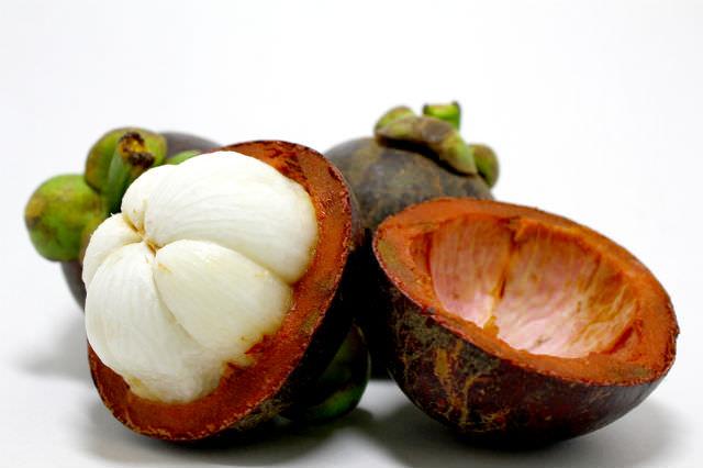 Для того чтобы насладиться пользой и вкусом экзотического фрукта, его необходимо правильно почистить