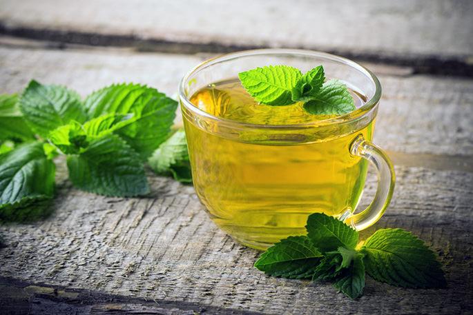 Прием чаев и настоев на основе мелиссы успокаивает нервную систему