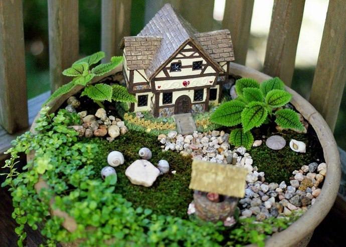 Декоративные элементы сада могут быть самыми разнообразными