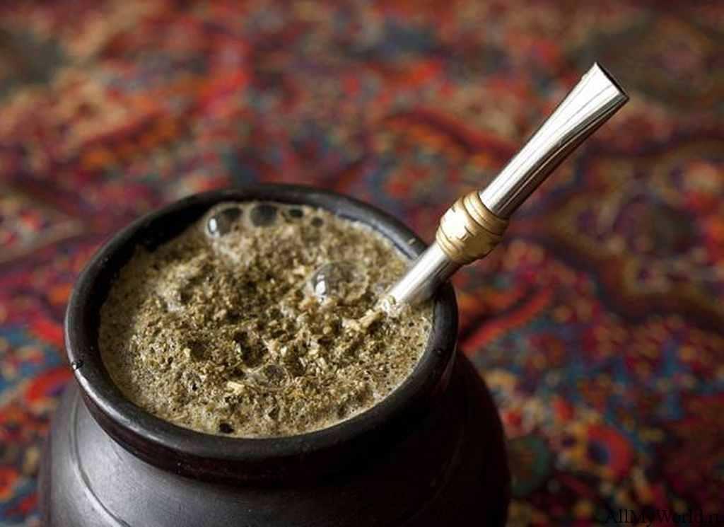 Трубочкой ни в коем случае нельзя размешивать чай, пока он настаивается