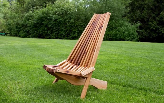 Весьма оригинальной моделью шезлонга является кентуккийский вариант, полностью собранный из деревянных брусков