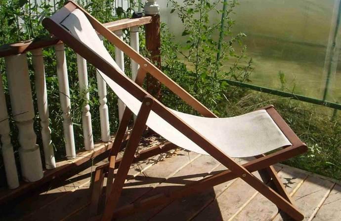 Один из наиболее удобных и простых в самостоятельном изготовлении вариантов представлен тканевым сиденьем на каркасном основании