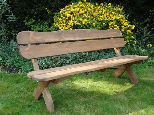 Садовая скамейка и лавка – один из основных элементов современного приусадебного декора