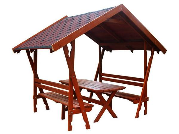 Садовые скамьи или мини-беседки создаются с навесом из сотового поликарбоната или из металлической черепицы