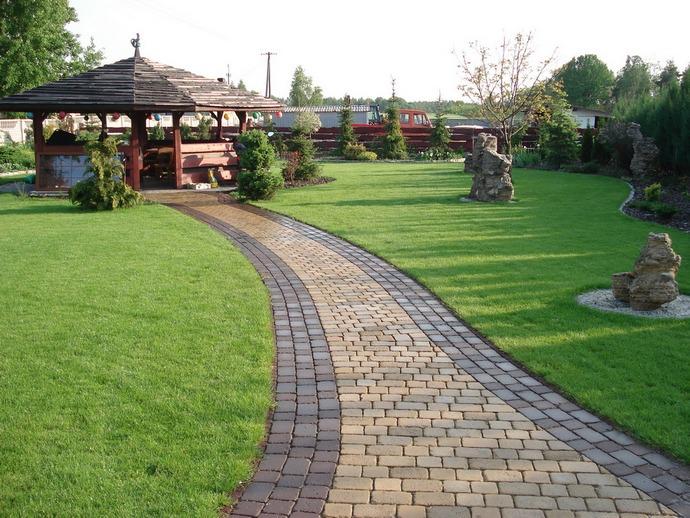 Как правило, тротуарные плиты применяются в качестве покрытий для пешеходных дорожек