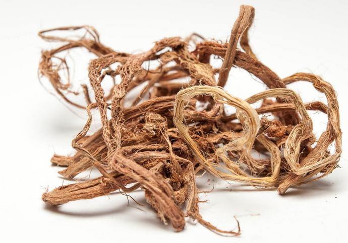 На основе корня шалфея изготавливаются отвары, которыми лечат инфекционные и воспалительные процессы