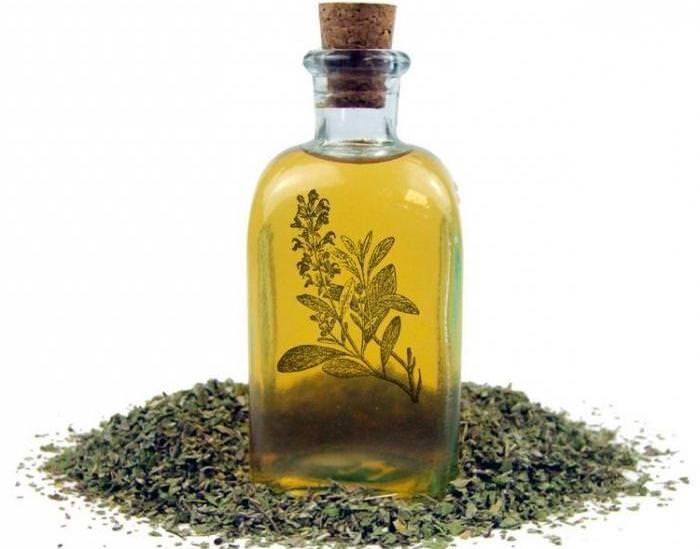 Спиртовая настойка из шалфея изготавливается с применением медицинского спирта или водки
