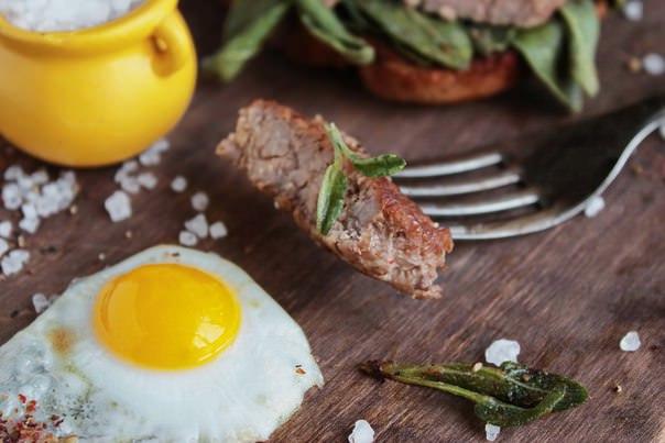 Наряду с медицинским использованием шалфей давно применяется в кулинарии