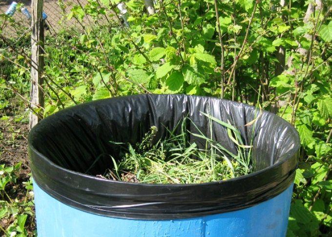 Настои трав используются на основе скошенных сорняков