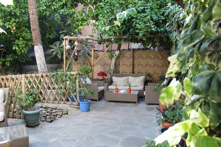 Наиболее правильным и доступным вариантом основы для площадок является использование традиционной бетонной подушки